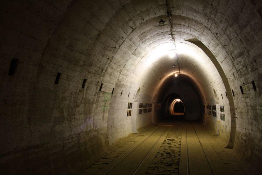 Okolice miejscowości Przełazy. Boryszyn: zabytki, podziemna trasa turystyczna Pętla Boryszyńska.