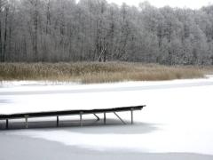 Zima nad jeziorem Niesłysz. Przełazy.